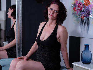 BrendaBelleForYou - Live chat porn with this European Lady over 35