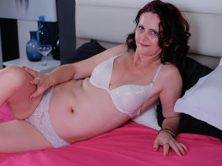 BrendaBelleForYou - Show sexy with this Sexy mother with standard titties