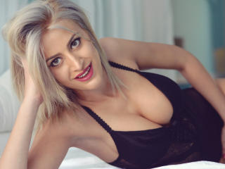 DollyLaryne babes/big toys on webcam