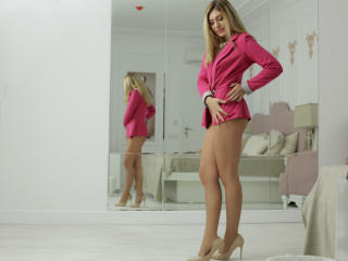 ClaireDaniells - Webcam live sex with this shaved pussy Young lady