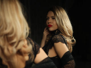 OneChic - Live cam hot with this average body Girl