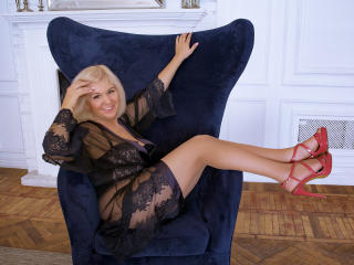 LadyVironika - online show xXx with this trimmed genital area Horny lady