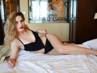 CasseySquirt hot girl masturbating on cam