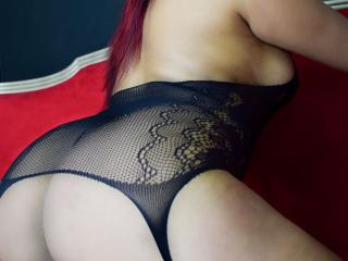 LauraSmith - Webcam live sex with this trimmed genital area Attractive woman