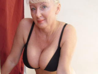 HotMatureBlondi - Chat cam porn with this trimmed private part Lady over 35