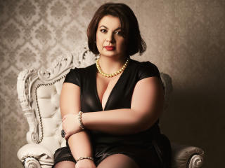 OneHotPenellope - Live chat x with this brunet Lady over 35