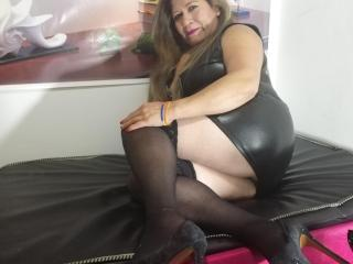DesireMature - online show x with this well rounded Lady over 35