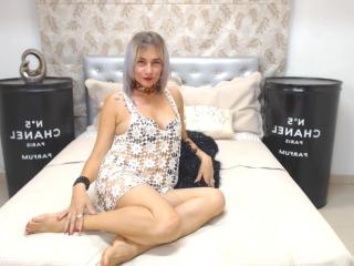 ChelyBlondex - Live cam sexy with this muscular body Sexy mother