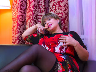 BlondSexyMature - Chat cam nude with this European Mature