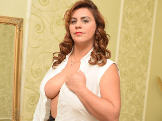 OliviaLewis - Cam hot with a reddish-brown hair Attractive woman
