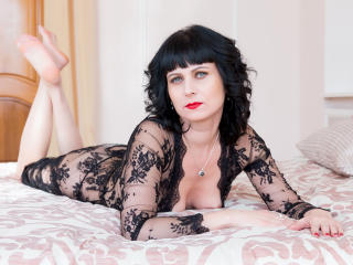 EvelinaX - Chat cam sexy with this Mature with average hooters
