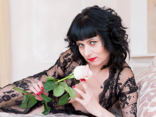EvelinaX - Chat cam sex with this black hair MILF