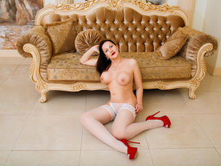 AutumnRene - Chat live hot with this being from Europe Horny lady