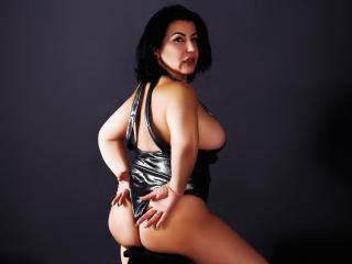 BigClitMILF - Webcam live hot with this well rounded Lady over 35