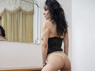 SweetNayerii - Chat hard with this brunet Sexy lady