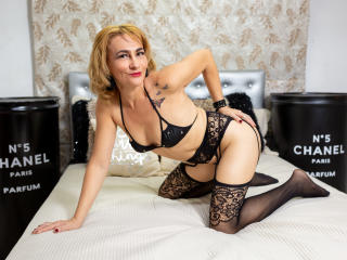 ChelyBlondex - Live cam exciting with a Sweater Stretchers Lady over 35