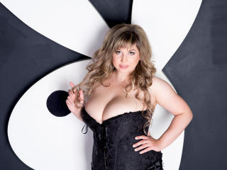 QueenDiva - Webcam xXx with a being from Europe Young and sexy lady