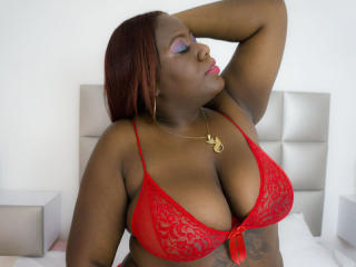 JaniceBrown - Webcam live hard with this shaved pussy Lady