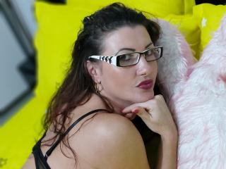FrancaiseAnnaDom - Chat live hot with this White Nude babe