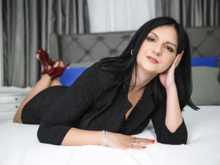 MadameAlexaX - Live hard with a charcoal hair Lady over 35