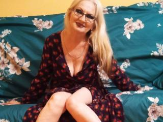 CarlyTreat - Live chat sexy with this White Mature