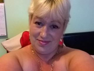 SamanthaCheis - Webcam live hard with this Mature with huge tits