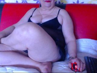 SuperFoxyMilf - Webcam live hard with this full figured MILF