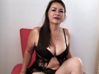 QuezNasty - Webcam live hot with a standard breat size MILF