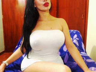 HotJennyx - Webcam live xXx with a latin MILF