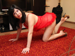 SweetMichele - Webcam nude with this shaved pubis Lady over 35