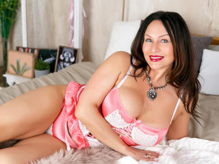FloraSquirt - Video chat nude with a Mature with enormous melons