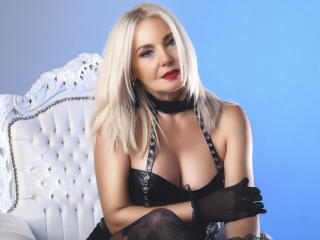 StunningLadyx - Chat exciting with a gold hair Sexy mother