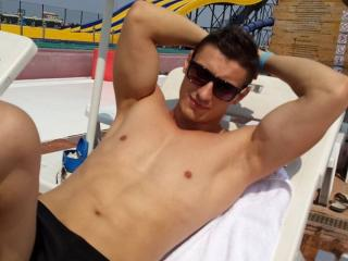 Photo de profil sexy du modèle PricelessBoy69, pour un live show webcam très hot !