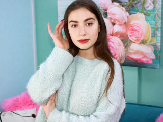 IsabellaRey - Live cam hot with this European Sexy college hottie
