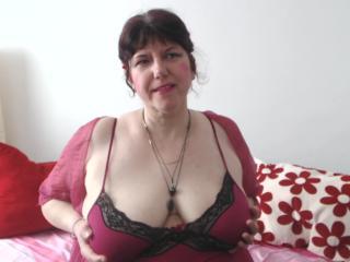 MatureAnais - Live chat hard avec cette Camgirl mature aux courbes sexy