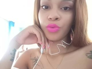 Photo de profil sexy du modèle RihannaRedBlack, pour un live show webcam très hot !