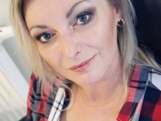 XLovelyVanessa - Cam hot with a sandy hair Horny lady