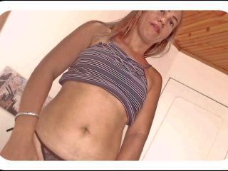 Foto de perfil sexy da modelo NikkiCrystal, para um live show muito quente!