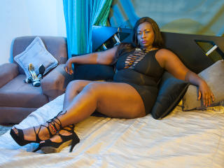 MichelleBanks - Web cam exciting with this shaved sexual organ Lady over 35