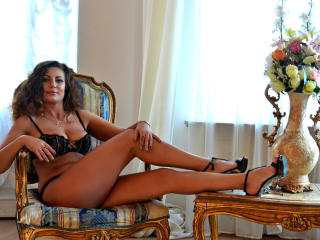JuliannaX - Chat hot with this regular body Hot lady