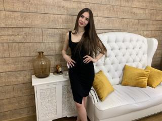Poza sexy de profil a modelului FridaCastle, pentru un intens show webcam live !