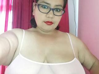 HotBustyMelissa - Live sexy with a voluptuous woman MILF