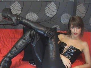 Photo de profil sexy du modèle MissDevil, pour un live show webcam très hot !