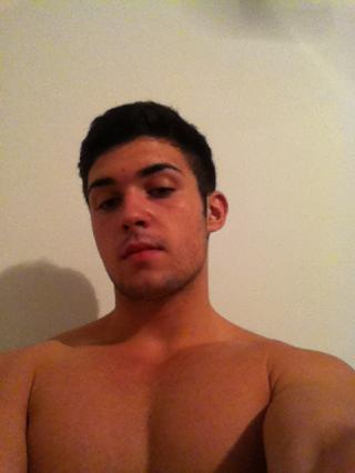 Picture of the sexy profile of Iliasshan2, for a very hot webcam live show !