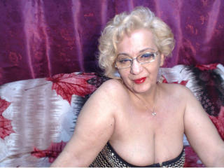 DivaDiamonds - Show live x with a regular body MILF