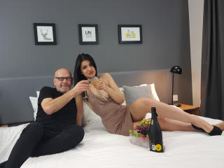 Valentinalary - online chat x with a Girl and boy couple