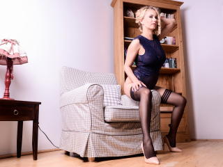 SandraHottest - Webcam hot with this shaved genital area Hard mom